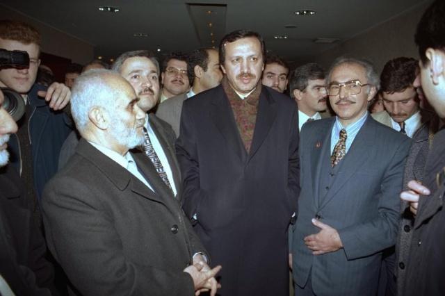 Türkiye, İstanbul Büyükşehir Belediye Başkanlığı seçimlerine kilitlenmişken, 35 yıllık süreçte, 7 seçim yapıldı. Kimi adaylar favoriyken seçimi kaybetti, kimi aday hiç şans tanınmazken ipi göğüsledi. İşte geçmişten günümüze İstanbul seçimleri…