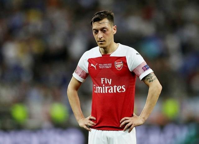 Adı son zamanlarda Fenerbahçe ile anılan Türk asıllı Alman futbolcu Mesut Özil'in teknik direktörü Özil hakkında açıklamalarda bulundu.