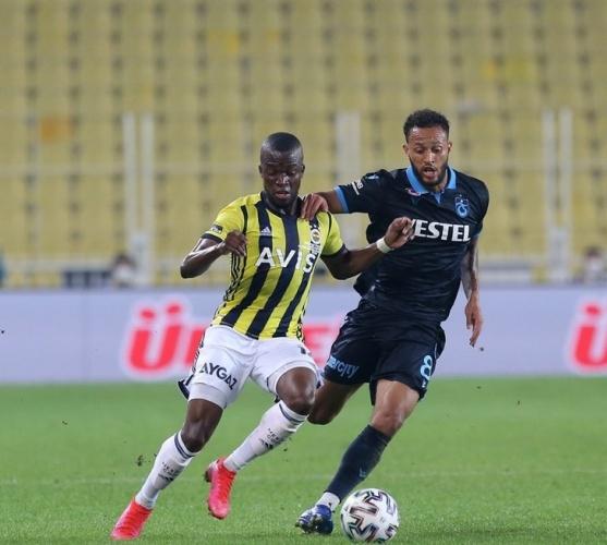 Süper Lig'in 6. haftasında Ülker Stadı'nda karşı karşıya geşen Fenerbahçe ile Trabzonspor derbisinde sonuç 1-0 oldu. Maçın ardından rakibinin gerisine düşen Fenerbahçe sahadan 3-1 galip ayrıldı.