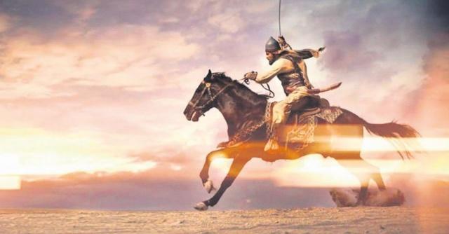 """İslam tarihinde """"Allah'ın Kılıcı"""" sıfatı kim için kullanılır? sorusu bir çok Müslüman tarafından merak edilen konular arasında. """"Allah'ın Kılıcı""""kimdir? sorusunun cevabını sizler için derledik."""