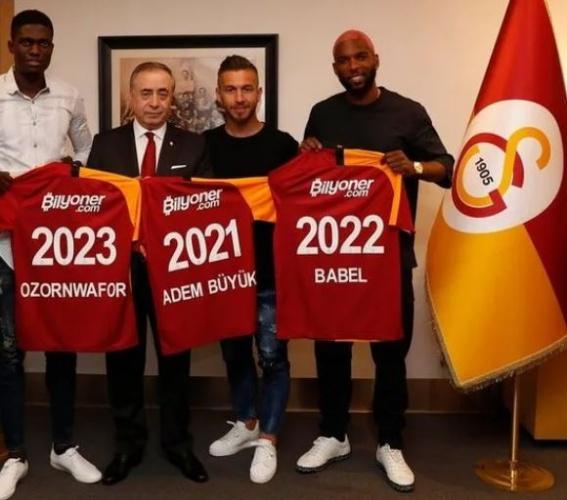 Üst üste açıkladığı transferlerin ardından sessiz ve derinden çalışan Galatasaray'da son dakika gelişmesi oldu! Brezilya basınından, Galatasaray'ın Kolombiyali golcü ile anlaştığı iddiası geldi!