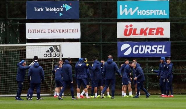 Spor Toto Süper Lig'de 2'de 2 yapan Fenerbahçe'te teknik direktör Ersun Yanal İstikbal Mobilya Kayserispor maçının onbirini belirledi.