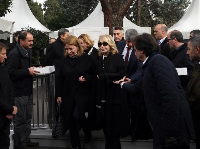Koç ailesinin 3'üncü kuşak üyesi ve iş dünyasının önde gelen isimlerinden Koç Holding Yönetim Kurulu Başkanı merhum Mustafa Koç için vefatının üçüncü yıl dönümünde mezarı başında anma töreni düzenlendi.
