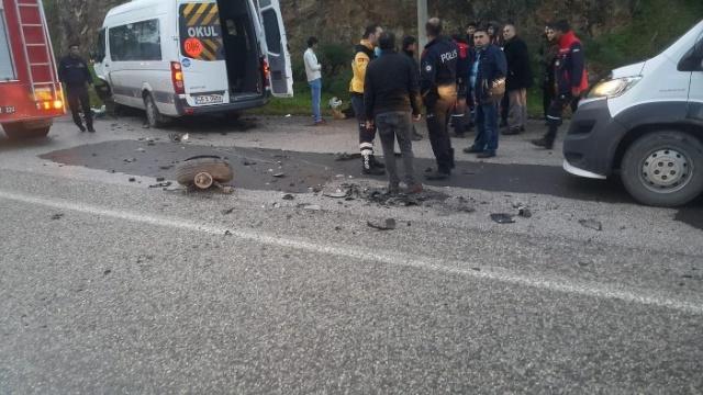 Muğla'nın Bodrum ilçesinde alkollü şoförün sürdüğü otomobilin okul servisi ile  çarpışması sonucu 11'i öğrenci, 13 kişi yaralandı.