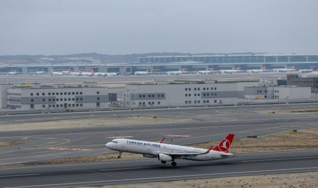 Atatürk Havalimanı'nın taşınmasının ardından İstanbul Havalimanı'ndan ilk tarifeli uçak havalandı. Ankara'ya gidecek ilk uçak saat 14.26'da pistten havalandı.