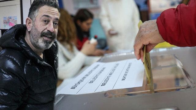 Beşiktaş Lütfi Banat İlkokulu'nda sandıkların açılmasıyla oyunu kullanan ünlü komedyen Cem Yılmaz yine güldürdü