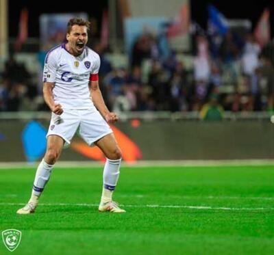 Max Kruse'nin ayrılığı sonrası kadrosuna 10 numara transferi yapmak isteyen Fenerbahçe, Carlos Eduardo'da karar kılmıştı.