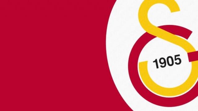 Gelecek sezon için çalışmalarını sürdüren Galatasaray'da flaş gelişmeler yaşanıyor... Corona virüsü nedeniyle verilen aranın ardından kritik puan kayıpları yaşayan sarı kırmızılı ekip yeni sezon için şimdiden düğmeye bastı. Terim, yeni sezonda 3 ismin kadroya dahil olması talimatını verdi. İşte detaylar...