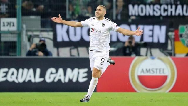 Cemil Usta Sezonu'nda forvet Falcao ve Andone'nin sakatlanmasıyla bu bölgede çok sıkıntı çeken Galatasaray, hücum hattına sürpriz bir ismi gündemine aldı.