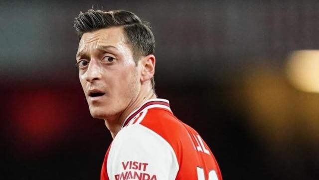İngiltere Premier Lig ekiplerinden Arsenal, Türk asıllı Alman futbolcu Mesut Özil hakkında flaş bir hamle yaptı.