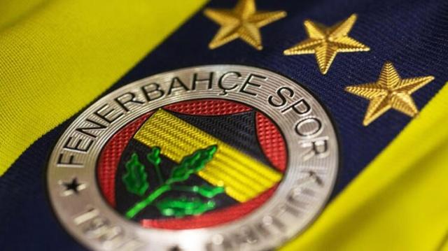 Üst üste transferlerle kadrosunu güçlendiren Fenerbahçe'de ilk 11 şekillenmeye başladı. Vedat Muriqi'nin satışının ardından birkaç hamle daha yapacak olan sarı-lacivertlilerde teknik direktör Erol Bulut planını belirledi. 45 yaşındaki teknik adam Ozan Tufan ile ilgili kararını verirken kafasındaki kadroyu oluşturdu. İşte 2020-21 model Fenerbahçe...
