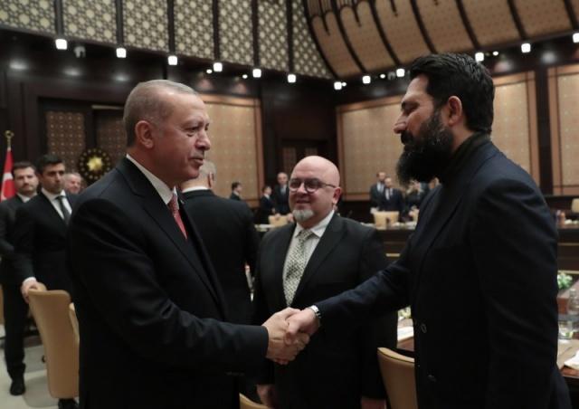 Cumhurbaşkanı ve AK Parti Genel Başkanı Recep Tayyip Erdoğan, Cumhurbaşkanlığı Külliyesi'nde sinema sektöründen isimlerle görüştü.