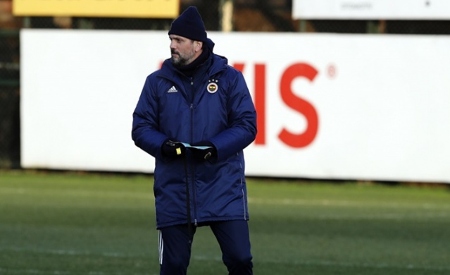 Süper Lig'de 25. hafta geride kalırken Fenerbahçe, lider Galatasaray'ın ve Başakşehir'in karşısında aldığı mağlubiyetin ardından toparlanarak 4. yıldızı alma hedefine yeniden kilitlendi.