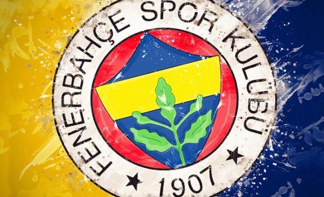 Yeni sezon çalışmalarını sürdüren Fenerbahçe'de transferde hareketli saatler yaşanmaya devam ediyor. Teknik direktör Erol Bulut kamp sonunda yolları ayırmak istediği oyuncuları belirlemeye devam ederken sarı-lacivertlilere sürpriz bir teklif geldi. İşte o isim ve detaylar...