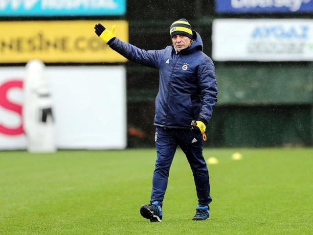 Fenerbahçe'de teknik direktör Ersun Yanal hücum bölgesindeki verimsizliğin çözümlerini arıyor.