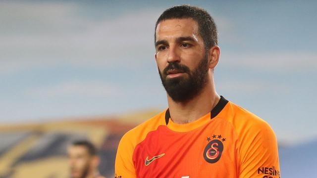 Galatasaray'ın sezon başında sözleşme imzaladığı Arda Turan, sarı-kırmızılı kulüple 1+1 yıllık sözleşme daha imzaladı.