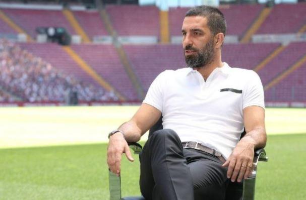 Galatasaray'a 9 yıl sonra 66 numaralı formasıyla geri dönen yıldız oyuncu Arda Turan, sarı-kırmızılı takıma dönüş süreci ve Fatih Terim ile geçmişte yaşadığı sorunları tüm detaylarıyla anlattı.