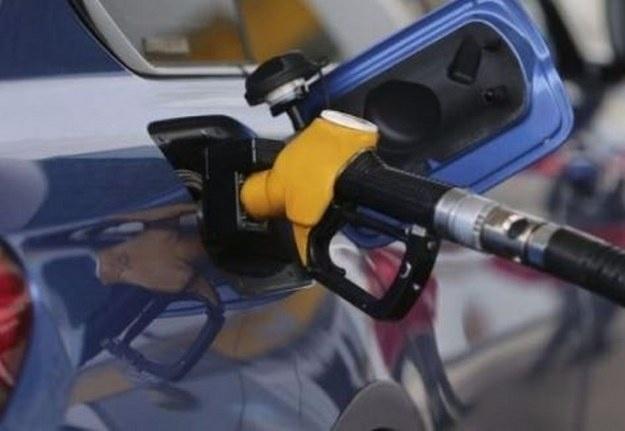 Benzin ve motorin fiyatlarında geçtiğimiz günlerde peş peşe meydana gelen indirimlerin ardından uluslararası piyasalarda ürün fiyatlarında gerçekleşen artışlar sonrası benzin, motorin ve LPG için fiyat artışı gündeme geldi.