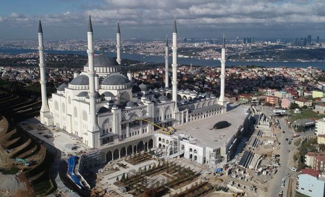Cumhurbaşkanı Recep Tayyip Erdoğan'ın, Başbakanlığı döneminde 6 Ağustos 2013'te temelleri atılan Çamlıca Camii'nde sona gelindi.