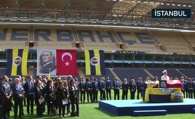 Fenerbahçe'nin 'Sinyor' lakaplı unutulmaz futbolcusu Can Bartu, Fenerbahçe Ülker Stadyumu'nda düzenlenen törenle uğurlandı.