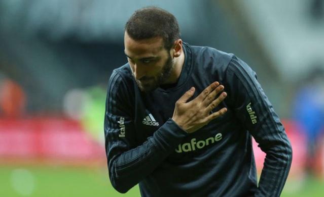Beşiktaş'tan Everton'a transfer olan golcü oyuncu Cenk Tosun'un adı Fenerbahçe ile anılıyordu.