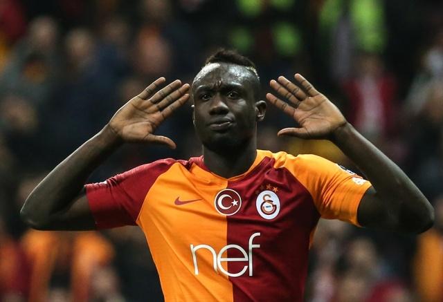 Galatasaray'ın forveti Mbaye Diagne, ödül törenine tepki gösterdi.
