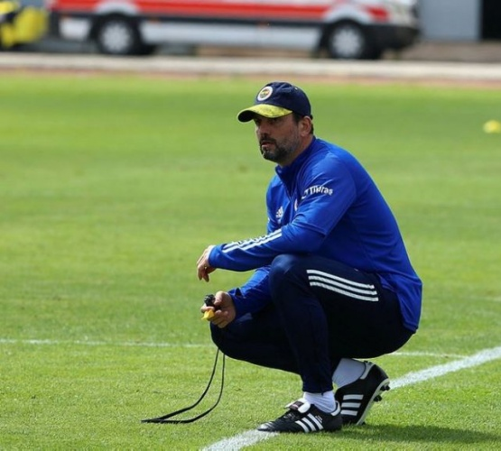 Yeni transferlerle kadrosu iyice kabaran ve toplam 35 futbolcusu bulunan Fenerbahçe'de bu hafta Erol Bulut'un gitmesinde sakınca görmediği isimleri Emre Belözoğlu ve yönetime bildirmesi bekleniyor.