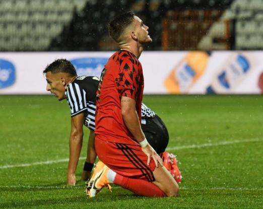 Cemil Usta Sezonu'nu 3. sırada bitiren ve Şampiyonlar Ligi'ne ön elemeyle katılan Beşiktaş, PAOK ile tek maç üzerinden oynanan karşılaşmada 3-1 mağlup olmuş ve turnuvadan elenmişti.