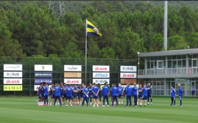 Geçtiğimiz 2 yılda taraftarların beklentisini karşılayamayan Fenerbahçe, sırasıyla ligi 6. ve 7. olarak bitirmişti. Önümüzdeki sezon da bu tabloyu yaşamak istemeyen sarı-lacivertliler, transfer dönemine hızlı bir giriş yaptı.