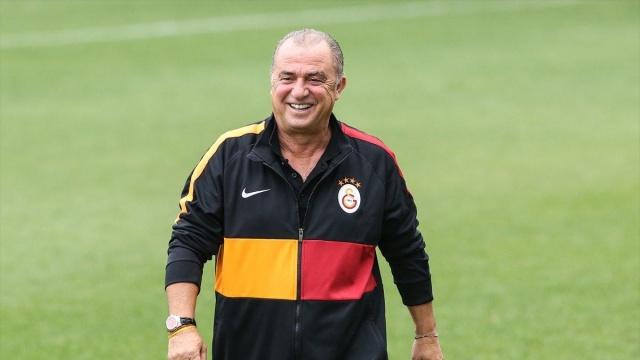 Yeni sezon kapsamında çalışmalarını sürdüren Galatasaray'da flaş transfer gelişmeleri yaşanıyor...
