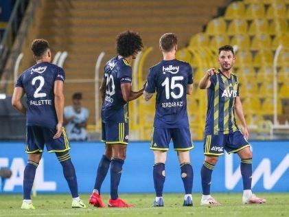 Süper Lig'in 30. haftasında Fenerbahçe sahasında İzmir ekibi Göztepe'yi 2-1 mağlup etmeyi başardı. Genç yıldız Ferdi Kadıoğlu'nun performası maça damga vururken, usta spor yorumcusu, Fenerbahçe'nin bir başka yıldız oyuncusu için olay değerlendirmede bulundu. İşte o yorumlar...  GÜRCAN BİLGİÇ   Gençlerin gecesi  Pandemiden sonraki beşinci maçında, ilk defa takım halinde uyum ve performans üreten bir takım izledik Fenerbahçe adına. Belki de taşların yerine oturması, hafızaları geri getirdi.