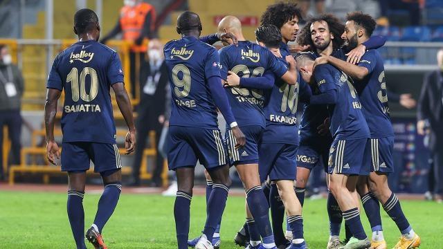 Bu sezon mutlu sona ulaşıp şampiyonluk hasretini dindirmek isteyen Fenerbahçe, yaz transfer sezonunda 18 ismi kadrosuna katmış ve adından söz ettirmişti.