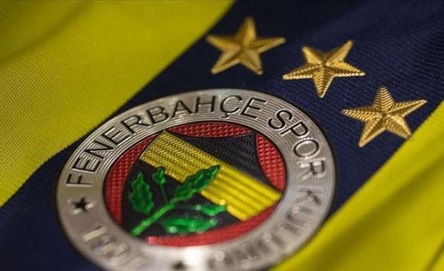 Sezonun bitmesiyle birlikte transfer çalışmalarını hızlandıran Fenerbahçe ile ilgili sürpriz bir transfer iddiası ortaya atıldı.