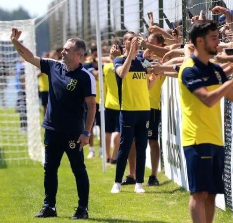 Transferin hızlı takımlarından  Fenerbahçe'de 2019/2020 sezonunun kadrosu ortaya çıkmaya başladı... Teknik direktör Ersun Yanal'ı seçim yapmak konusunda zorlayacak bir kadro oluşturuluyor! Bir yandan transferler yapılırken yakın zamanda takımda ayrılıkların da olması bekleniyor.  İşte Fenerbahçe'den son dakika transfer haberleri...