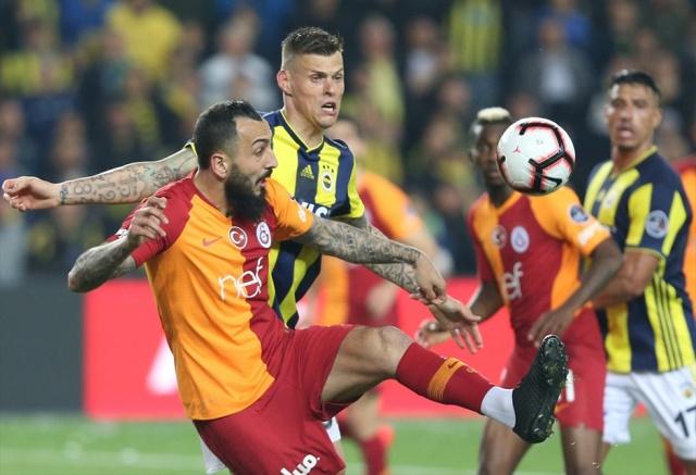 Galatasaray Kulübü kesenin ağzını açma kararı aldı. Kulübün hem lig hem de kupada şampiyonluk gelmesi durumunda milyonları gözden çıkardı.