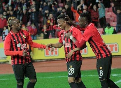 60 BİN EURO'YA ALINDI23 yaşındaki Nijeryalının sezon sonu bitecek sözleşmesinden yararlanmak isteyen sarı- kırmızılılar, düşük bir rakama transferi bitirmeye çalışacak.
