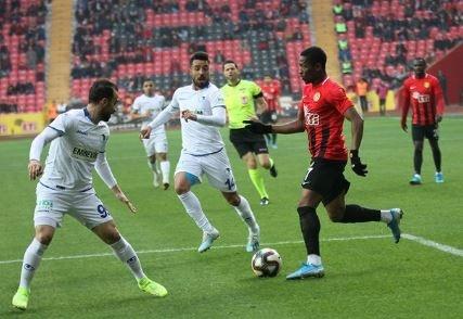 Sekidika, bu sezon takımı son sırada olmasına rağmen 14 maçta 8 gol, 2 asistle Eskişehirspor'un ayakta kalan tek ismi oldu.
