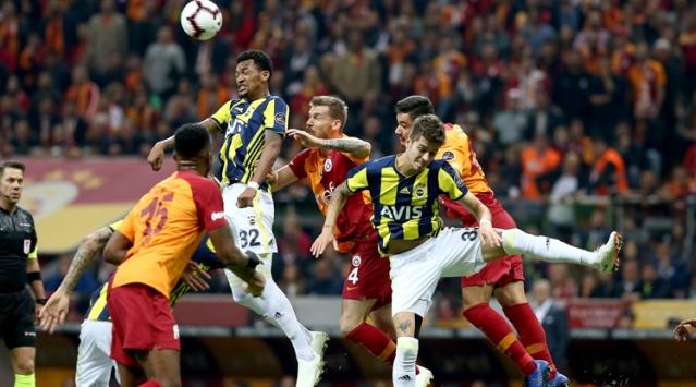 Süper Lig'de pazar günü Kadıköy deplasmanında Fenerbahçe'yle çok kritik bir derbi oynayacak olan Galatasaray'da yönetim, oyunculara sürpriz yapmayı planlıyor.