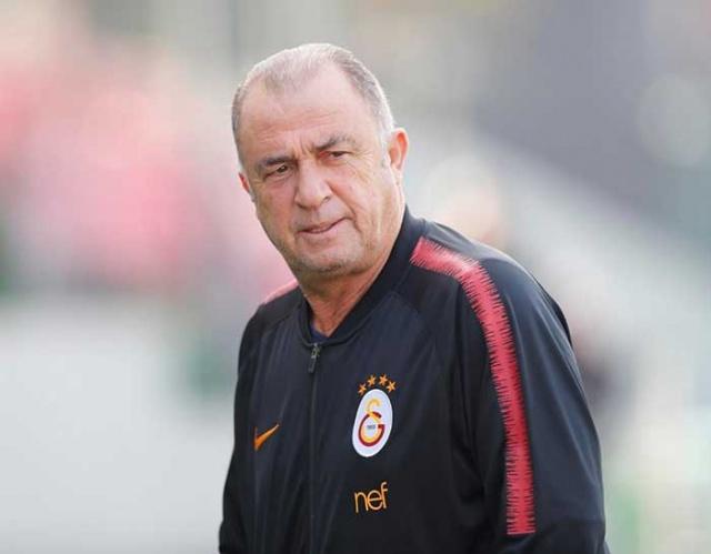 Yarın oynanacak Fenerbahçe derbisi öncesi Galatasaray'da en çok merak edilen soru yanıt buldu.