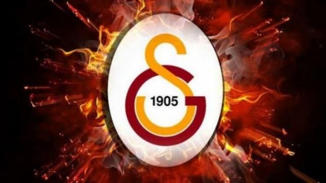 Önümüzdeki sezon 3 kulvarda yarışacak olan Galatasaray, rotasyonu bol, genç ve dinamik bir kadro kurmak için transfer çalışmalarını sürdürüyor. Kanatlara takviye yapmak isteyen Galatasaray aradığı kanı Polonya'da buldu. İşte detaylar...