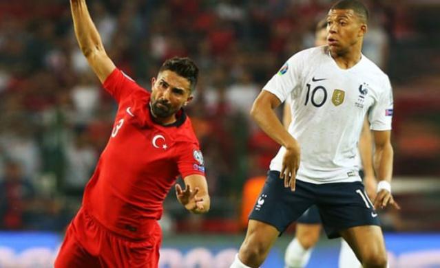 Fenerbahçe'de bu sezon göstediği performans ile beğeni toplayan ve son olarak Fransızların yıldızı  Mbappe'yi sahadan silen Hasan Ali Kaldırım, transfer kararını açıkladı.