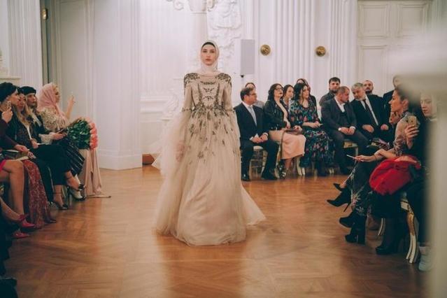 Moskova'da Firdevsmoda evinin tasarımcısı Aishat Kadırova'nın, 2017-2018 Sonbahar-Kış modası tasarımlarını Doğu Avrupa2nın en büyük moda platformunda tanıttı
