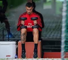 Yeni sezonda Seri ve Lemina'nın yerini doldurmak için çalışmalarını sürdüren Galatasaray, Milan'da forma giyen orta saha oyuncusu Rade Krunic'i listesine aldı.