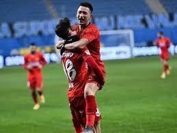 Ara transfer döneminde yaptığı transferlerden oldukça memnun olan Galatasaray önümüzdeki sezon için şimdiden görüşmelere başladı.