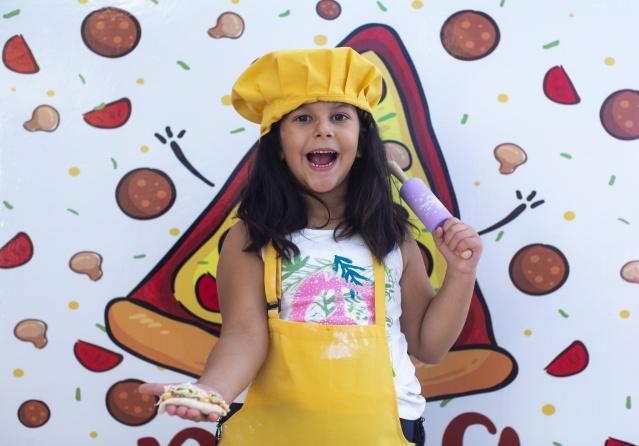 5 yaşındaki Aslı Atik'in hayali de büyüdüğünde aşçı olmak.