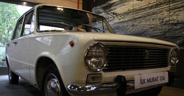 29 Aralık 1976 yılında Murat 124 ya da halk arasındaki yaygın ismiyle Hacı Murat, TOFAŞ'ın Bursa fabrikasında Fiat 124 şasesine oturtularak Türkiye'de yabancı lisansla üretilen ilk otomobil. Murat 124, 1971-1976 arasında 134 bin 867 adet üretilmiştir. Kuş serisinin üretiminin başlamasıyla 1976 yılında üretimi durdurulmuştur. 1984 yılında TOFAŞ Serçe adıyla yeniden üretimine başlanmış, 1995 tarihinde bu kez tamamen durdurulmuştur.