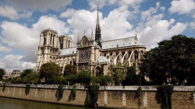 Fransa, ülkenin simgelerinden biri olan Notre Dame Katedrali'ni harabeye çeviren yangının şokunda. Peki, Notre Dame'ın dünya mirası için önemi ne?  İşte Notre Dame'ın tarihçesi: