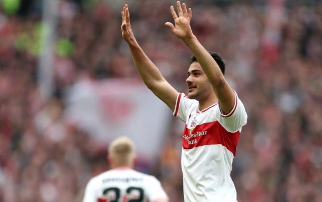 Galatasaray'dan Stuttgart'a transfer olan Ozan Kabak için Avrupa'nın dev takımları yarışıyor. Genç oyuncunun menajeri, Milan'la görüştü.
