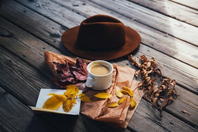 Edebiyat dünyasında hüznün ve melankolinin mevsimi olarak adlandırılan sonbahar üzerine yazılmış en güzel şiirleri sizin için derledik.
