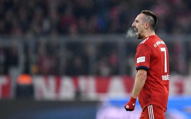 Bayern Münih'le sezon sonu yollarını ayıracak olan ve adı bir süredir Galatasaray'ın transfer gündemini meşgul eden Franck Ribery konusunda bomba bir gelişme yaşandı. Fransız futbolcuyla resmi bir görüşmenin gerçekleştiği açıklandı.